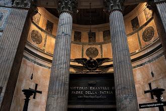Photo: 5: Aquí se encuentra la tumba del rey Víctor Manuel II, que consiguió la unificación de Italia y en 1871, Roma fue designada su capital. También está la tumba de Rafael, pintor y arquitecto italiano del Renacimiento.