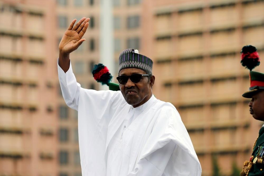 Nigerië se Muhammadu Buhari noem die kabinet ná lang vertraging