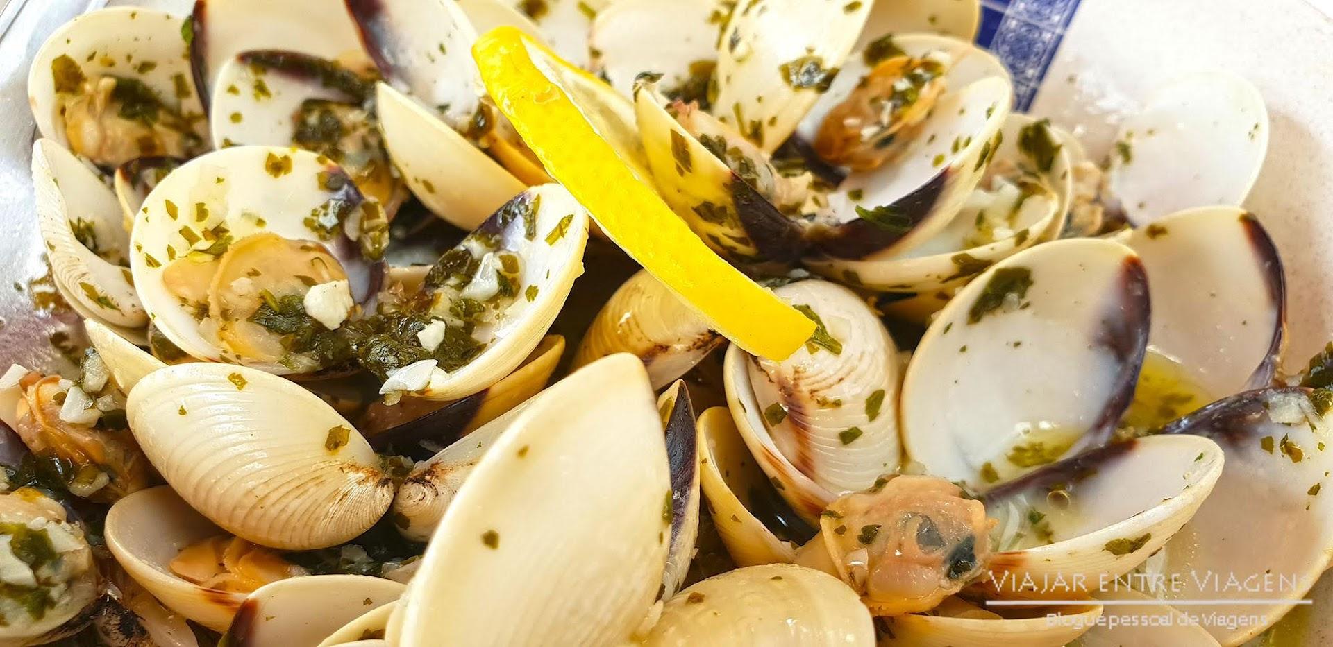"Deliciar-se com o peixe fresco da marisqueira ""Sabores do Atlântico"", na ilha Terceira"