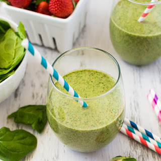 STRAWBERRY KALE AND SPINACH DETOX SMOOTHIE.