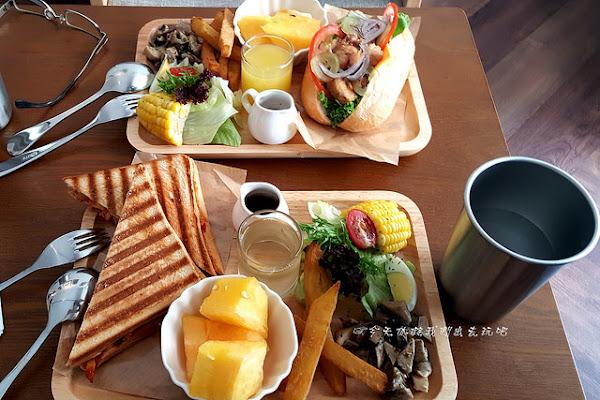 午街貳拾 Café Bistro。從早午餐到晚餐不限時餐館。精明商圈巷弄美食