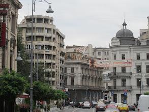 Photo: Rou3S114-151001Bucarest, ville, bus, immeubles avec toiture rouillée IMG_8609