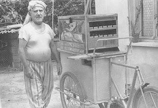 Photo: Kokoreçci Cemal...o yıllarda bir de kokoreç ci  Raif vardı.