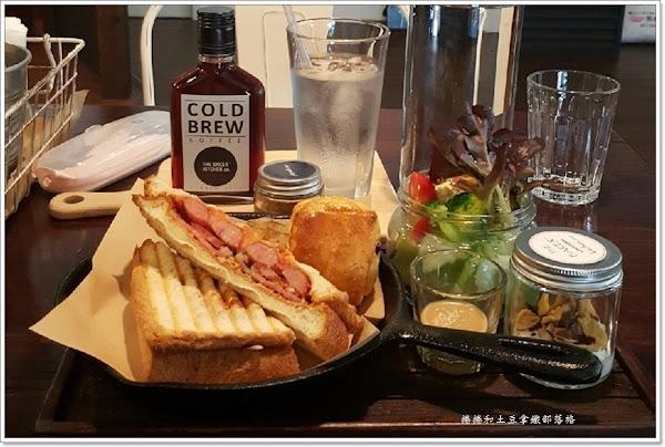 The Baker' kitchen,co.樂焙可廚房。彩虹公園早午餐。威士忌瓶咖啡。烘培坊。