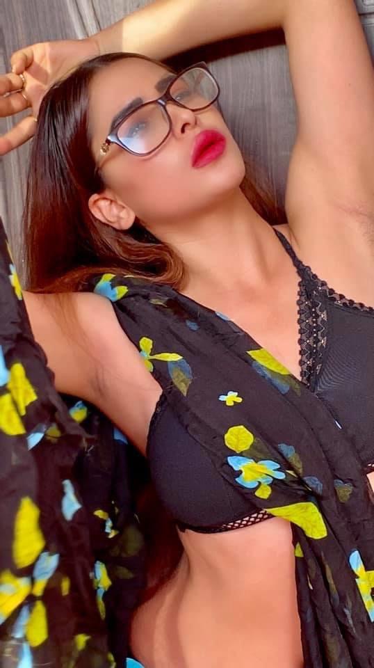 Indian Model Myra Singh latest saree photos Navel Queens