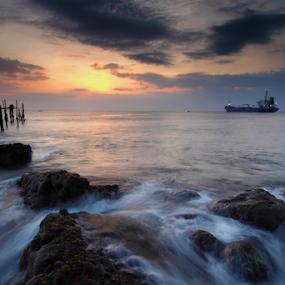 Pelabuhan Lama Lombok by Marcelino Moningka - Landscapes Beaches ( sunset, landscape photography, beach, lombok, landscape )