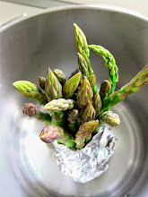 Photo: NEW Pressure Cooker Tip: Stand-up Asparagus! http://www.hippressurecooking.com/pressure-cooker-tip-stand-up-asparagus/