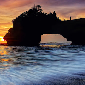 Di Ujung Ku Perlahan Sembunyi by I Gusti Putu Purnama Jaya - Landscapes Sunsets & Sunrises ( yuditia mendra )