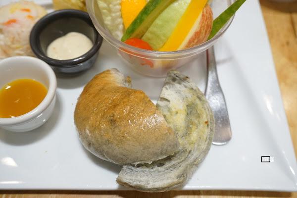 日初食氛 隱藏在小店裡的大理石貝果!自製麵包早午餐