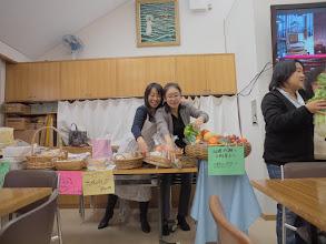 Photo: フルーツケーキの壮絶な奪い合い!