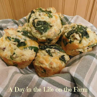Spinach, Bacon and Cheese Breakfast Muffins for #MuffinMonday.
