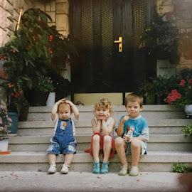 deca by Tatjana Petric - Babies & Children Child Portraits ( deca osmeh stepenice cvece leto )