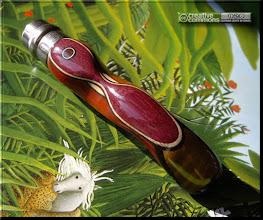 Photo: Opinel custom n°043 Padouk, amarante, gaïac http://opinel-passions-bois.blogspot.fr/ Personnalisations en marquèterie de bois précieux, cornes, résines et aluminium du couteau pliant de poche de la célèbre marque Savoyarde Opinel.