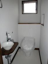Photo: 1F トイレタンク無しのタイプ+陶器の手洗い機付き