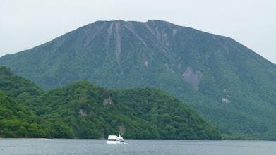 Photo: 千手ヶ浜からの男体山