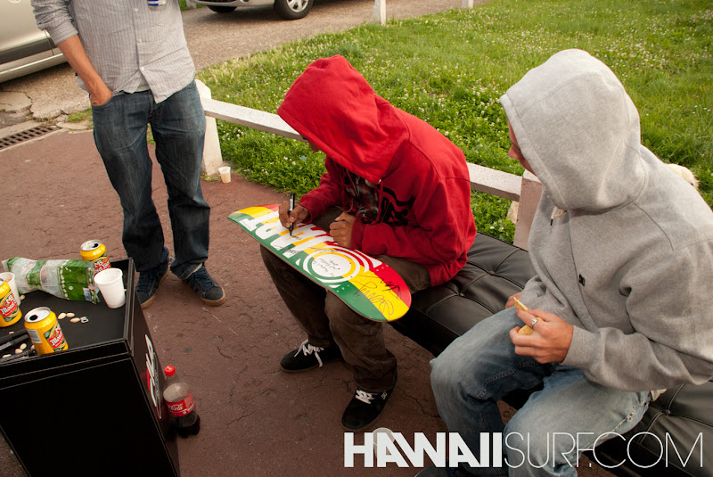 Photo: Le team Jart Skateboard chez HawaiiSurf, le 29 juin 2012 pour la Tournée All You Need
