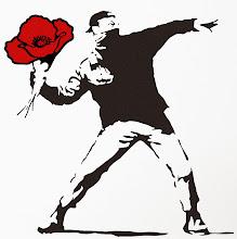 """Photo: #VidasContadas  Ilustración: versión modificada del Banksy:-""""Love is in the air""""."""