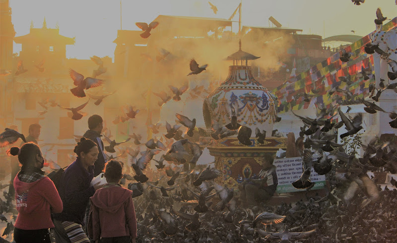 Preghiera del mattino a Kathmandu di ManuelGoWest