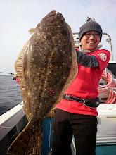 Photo: デデーン! 特大ヒラメでしたー! 3.5kgありました!