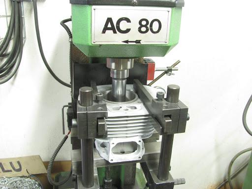 Cylindre en place sur l'aléseuse chez Machines et Moteurs
