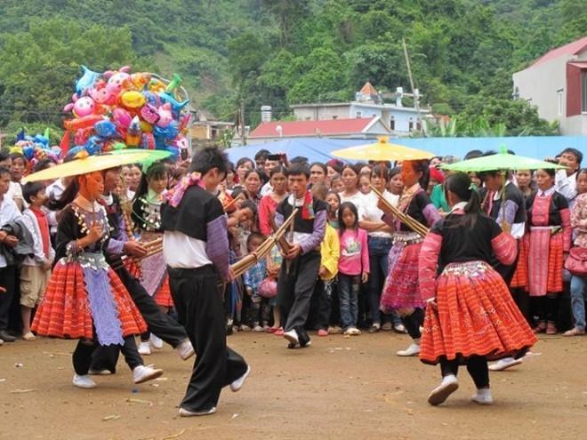 Kết quả hình ảnh cho the love market in dong van