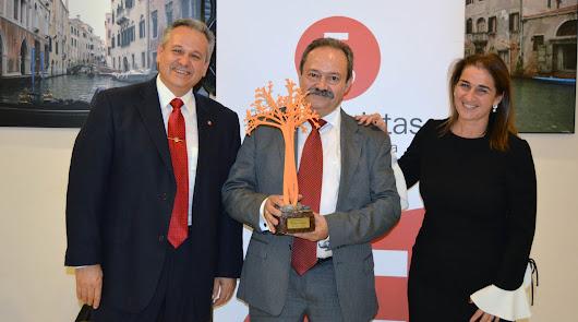 Francisco Torres Carmona, reconocido como Economista del Año
