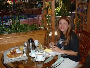 Photo: Ale disfrutando su primer desayuno canadiense...
