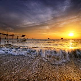 Glorified by SyaFiq Sha'Rani - Landscapes Waterscapes ( pwcfoulweather-dq, waterscape, sunset, waves, slowshutter, cloudy, sun, bora-bora )