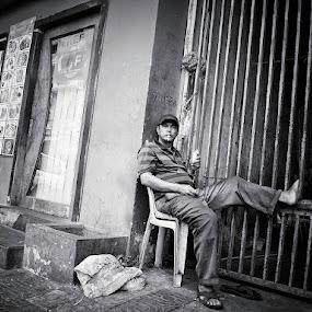 Smoking by Liaunya Haji Awengz - People Street & Candids