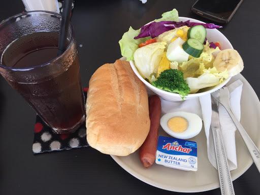 蔬菜沙拉 很大碗 這個餐是 德國香腸那個套餐