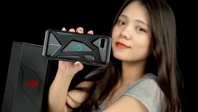ASUS ROG Phone 2 電競手機!教你如何達到最佳遊戲體驗|PS4 手把配對、120Hz 更新率、高通S855+、遊戲手機推薦、Kunai 遊戲手把、側邊充電 - 1