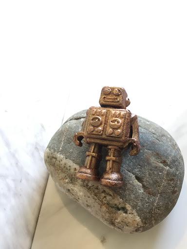 可愛的機器人巧克力,但吃起來普通
