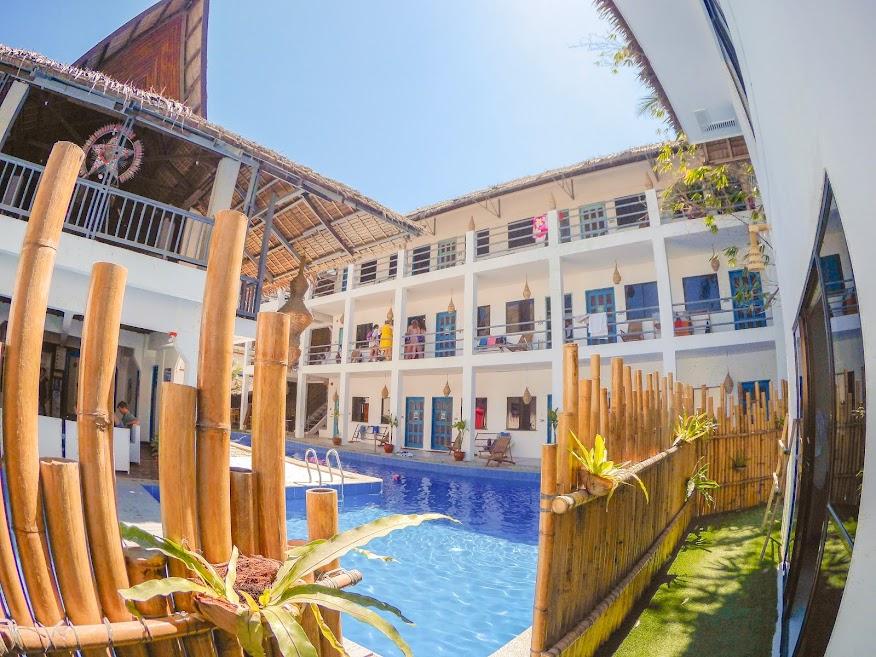 Mad Monkey Hostel Boracay 02