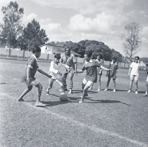 Players of Vespasiano and Oficina on the pitch of Independente, in Vespasiano (MG).