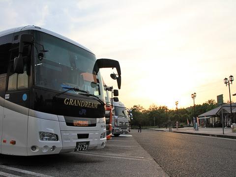 西日本JRバス「グラン昼特急大阪6号」 641-16923 八幡PAにて_02