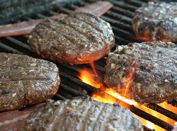 Clean grill w/ a wire brush. Using a soft cloth, coat grill grate lightly...