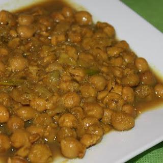 Imli Chole (Sweet and Sour Chickpeas/Garbanzo bean/Chana curry).