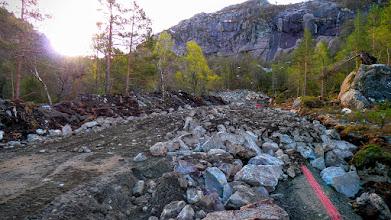 Photo: Kraftvegen nord om Grunnevatnet er komen under hammaren ved skoggrensa....
