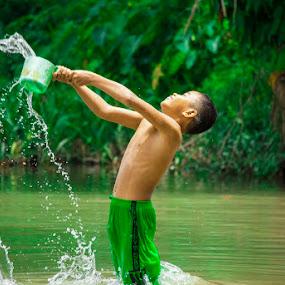 by Kesuma Wijaya - Babies & Children Children Candids ( sungai, sumatera, asahan, air )