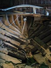 Photo: Nieuwe spanten aan stuurboord, de oude aan bakboord