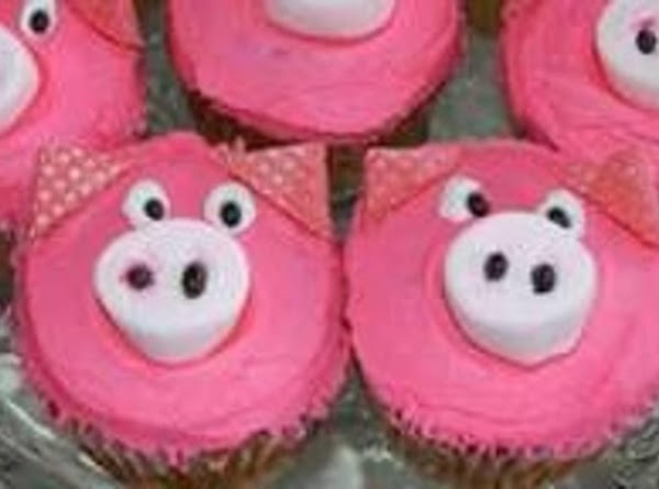 cute Piggies face is a marshmallow. with two nose holes (icing or mini chocolate chips)...