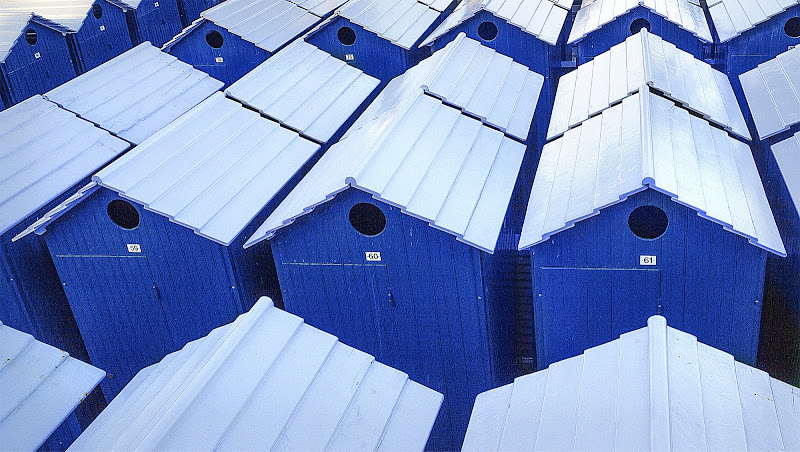 cabine blu in inverno di Iury olivieri
