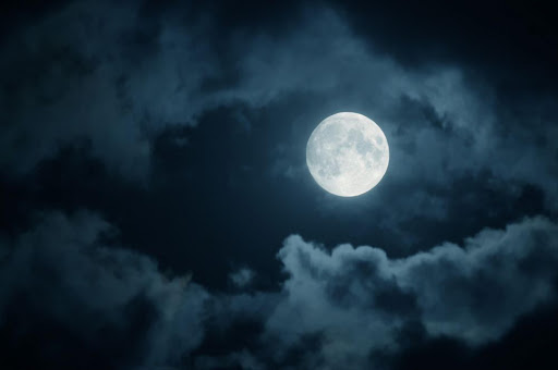 The results of a small study showed that people took longer to fall asleep at night and slept for a shorter time during a full moon.