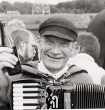 Photo: 1985 Erik Mollerup var fast spillemand til GOR-inspektionerne i 1980-erne. Foto Fyens Stifstidende.