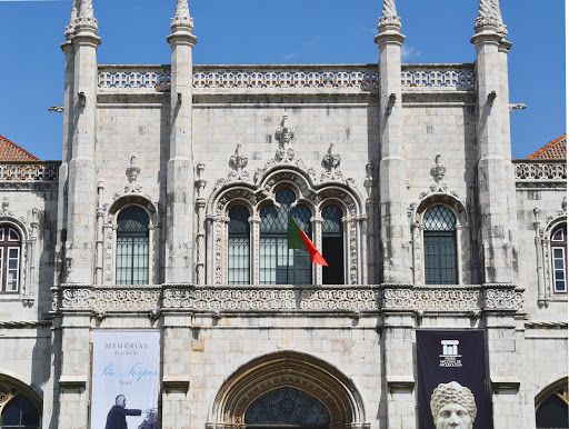 Lisbon-museu-nacional-de-arqueologia-1.jpg - Entrance area to The Abbey, with stunning architecture.