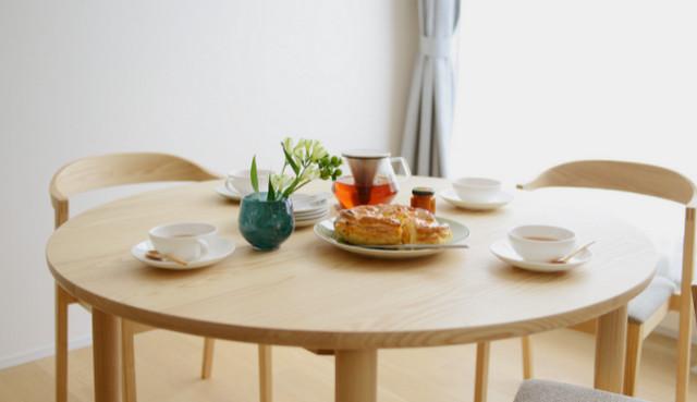 丸テーブルの曲線がつくる安心安全な空間