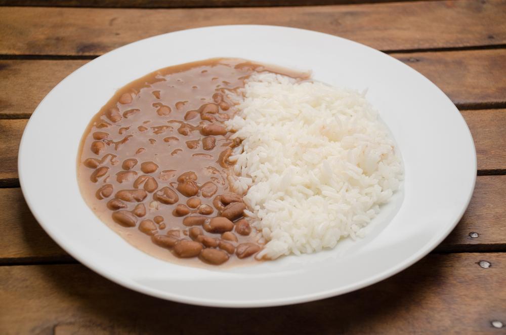 Preço do prato feito sobe com a alta inflação dos alimentos. (Fonte: Shutterstock/Vanessa Volk/Reprodução)