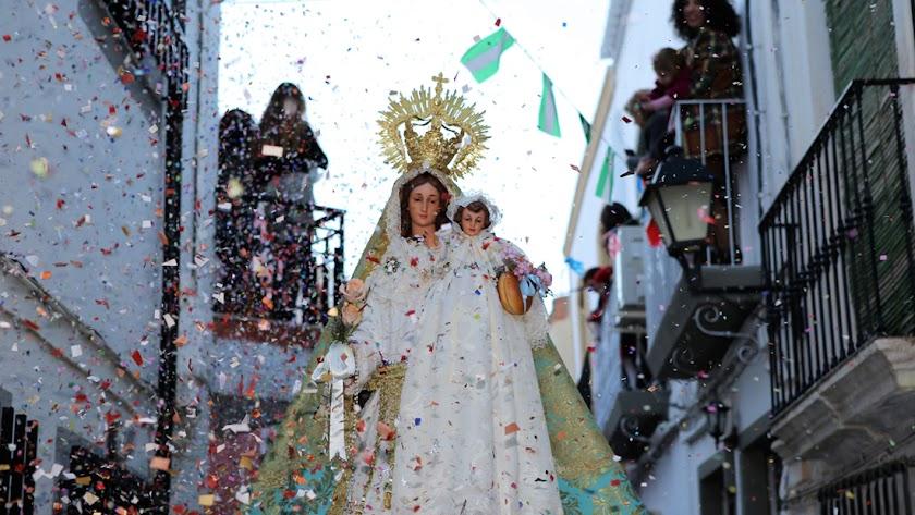 La virgen de la Candelaria recorrió las calles del municipio de Instinción. La voz