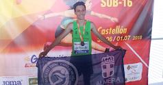 El almeriense feliz en el podio.