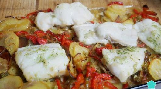 Irresistible bacalao al horno y verduras: tomate, cebolla, pimiento y calabacín